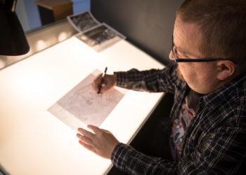 Jukka Jokinen tekee mainostoimistotöitä laidasta laitaan, mutta erityisen onnellinen hän on päästessään piirtämään.