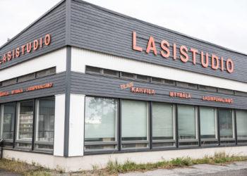 Kiikoisista Joulutalot-tapahtumaan on lupautunut Lasistudio Jan Torstensson, jossa Wanhat talot -tapahtuman tapaan myynnissä kahvia ja lasinpuhalluksesta kiinnostuneille tarjolla työnäytös.