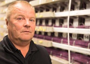Lounean aluejohtaja Antti Korpela sanoo, että kahta verkkoa ei ole mahdollista pitää yllä, joten tiedonvälityskyvyltään vaatimattomasta kuparikaapeliverkosta on luovuttava.