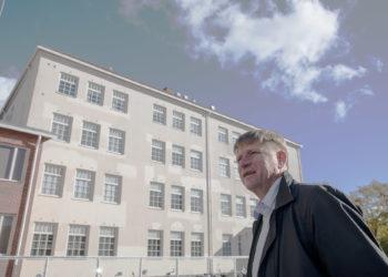 Kasvatusjohtaja Pekka Kares saa ensi kuun alusta jopa parempaa palkkaa kuin esittelijä alun perin esitti. Monen muun johtajan palkkaa ei korotettu niin paljon kuin esitettiin.