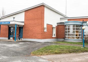 Pehulakoti sijaitsee kirjaston kanssa samassa rakennuksessa.