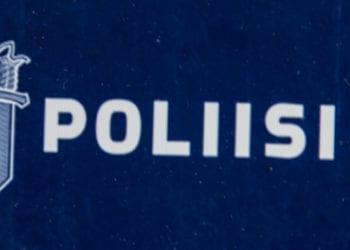 Poliisi kaipaa tietoja pienehköstä punaisesta autosta.