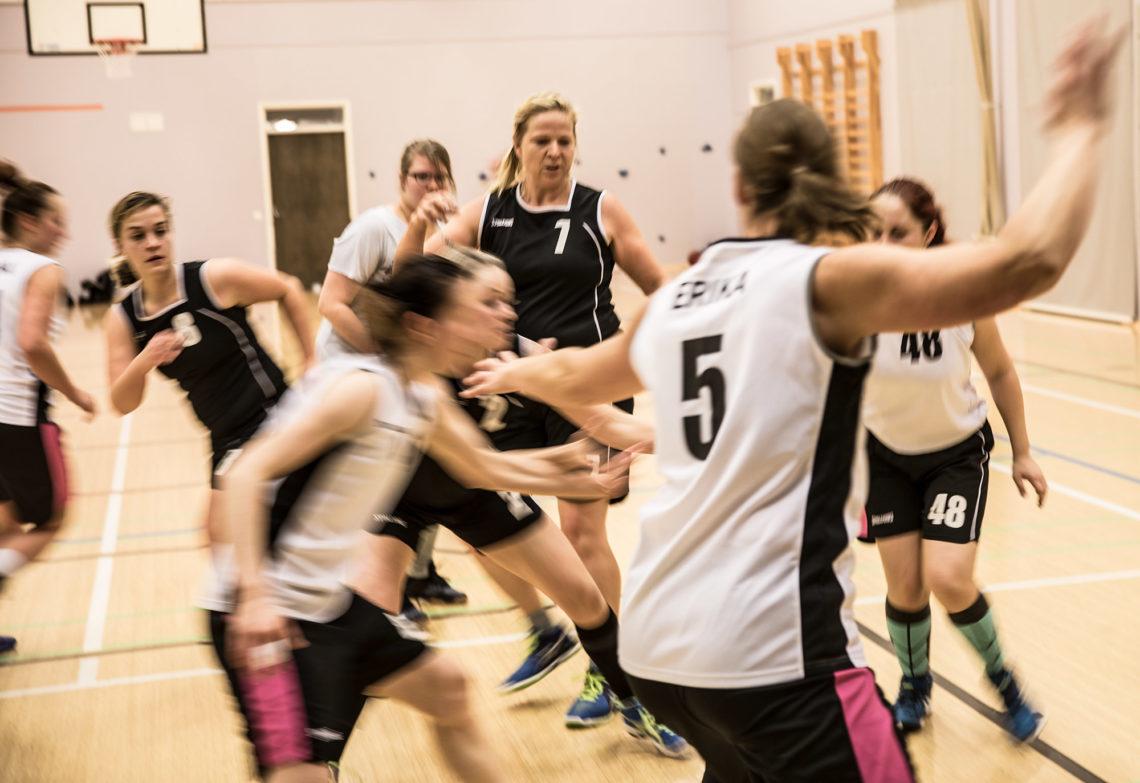Sastamalan Susien harjoituksissa käy aktiivisesti noin 20 naista. Viime kaudella voitto oli kerran jo hilkulla.