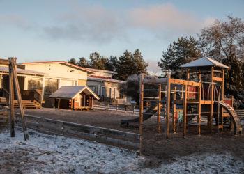 Heikossa kunnossa olevalla Keskustan päiväkodilla on laaja tontti, joka rajoittuu puistoalueeseen.