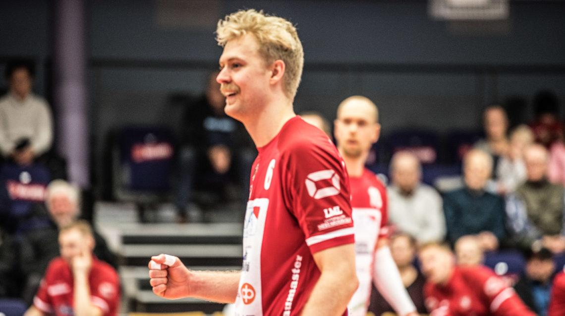 Erik Sundberg oli suuressa roolissa sekä puolustuksessa että hyökkäyksessä. Polveaan sairastavaa Olli Kunnaria tarvittiin kentällä vain parin pallon ajan.