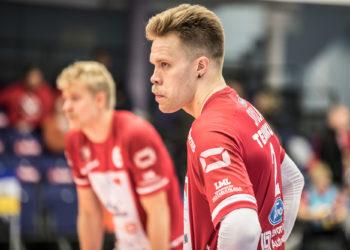 Hakkuri Urpo Sivula sai 54 passia ja tappoi niistä 29. Taustalla näkyvä Erik Sundberg ei ollut parhaalla pelipäällään vaan sai antaa sijaa Niko Suihkoselle.