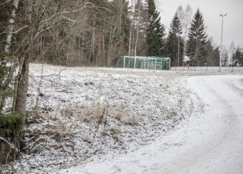 Uuden liikuntahallin pysäköintipaikat aiotaan rakentaa Varilan kentän eteläpäähän, joka on pesäpallokentän kotipesän takana.