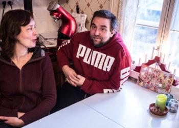 Kirsi Laakkonen ja Niko Palonen ovat toimineet sijaisvanhempina puolitoista vuotta. Joulukalenterin luukkuja availlaan nyt toista kertaa.