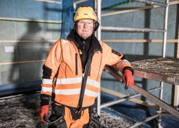Oskari Setälä tekee työporukkansa kanssa vuodessa 25–30 omakotitaloa ja kehuu työnsä tuovan takuuvarman unen. Ainut murhe alalla on se, että uusia tulijoita alalle ei ole.