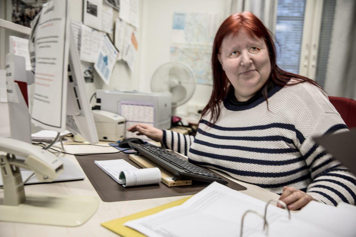 Hannele Kuusinen edustaa Suodenniemellä monelle ihmiselle henkilökohtaista kontaktia kaupunkiin. Niinpä hän auttaa, jos suinkin voi.