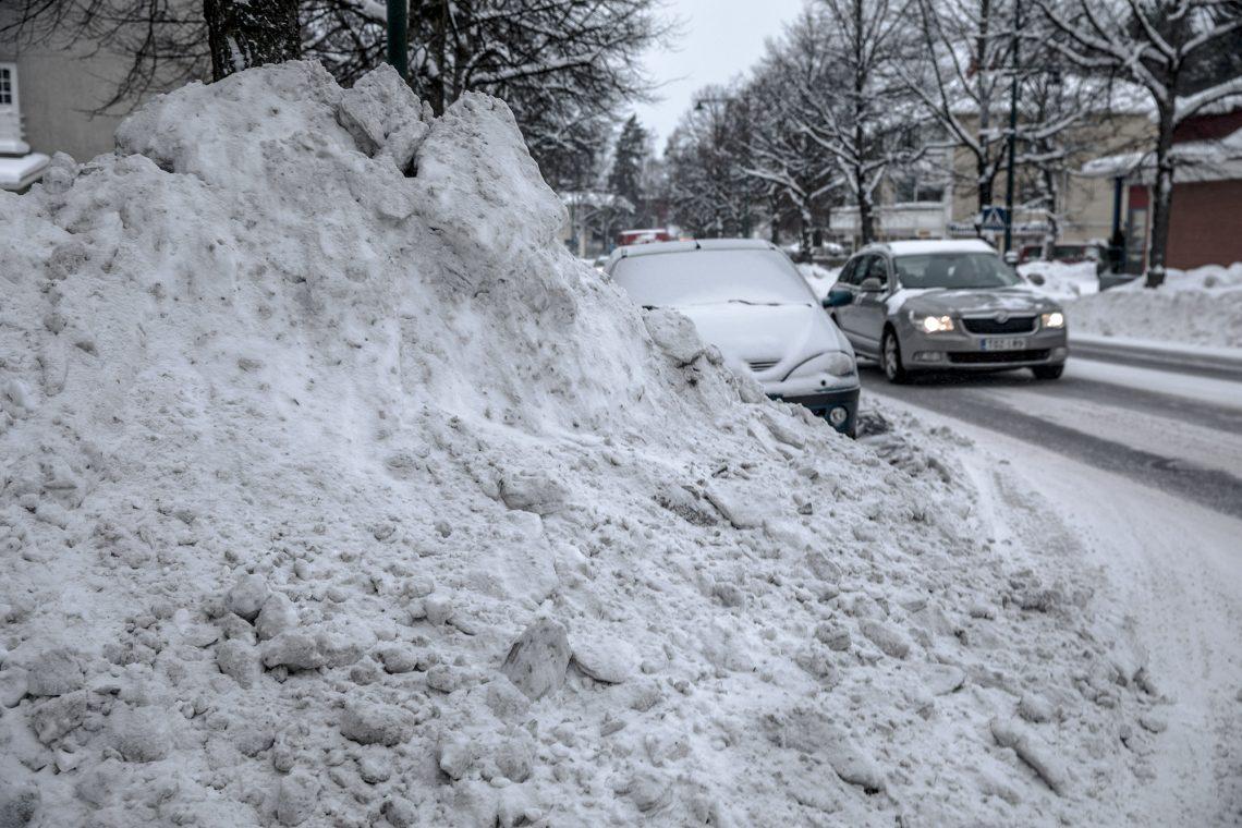 Kunnossapitomestarin vastuulla ovat muun muassa lumien auraamiset.
