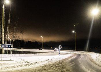 Tampereentien valtatien puoleinen pää sai kaivatut valot.
