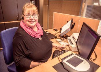 Kiikoisten Osuuspankin vahvuus on henkilökohtainen asiakaspalvelu kaikkina arkipäivinä. Sitä tarjoaa pankin asiakkaille muun muassa asiakkuusneuvoja Sari Stenholm.