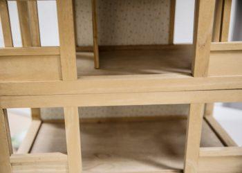 Tyhjiä huoneita on pian kuvan nukkekodin ohella myös tänä vuonna tehtävässä keskushammashoitolassa.