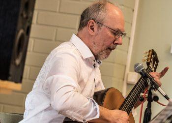 Mouhijärven ensimmäisen kulttuuripalkinnan sai Mouhijärven kirjastosta päätöksiä tehtäessä merkittävässä osassa ollut muusikko, kuvataiteilija ja rehtori Kari Haikonen.