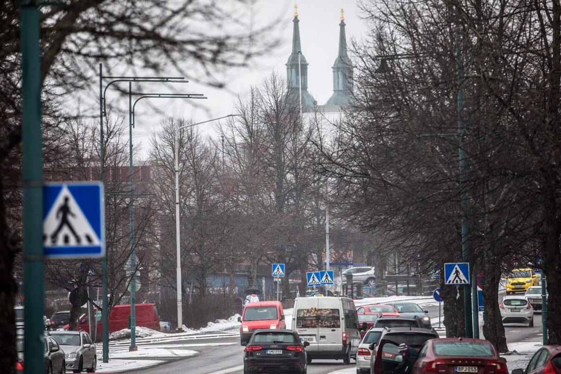 Sastamalan seurakunnalle etsitään uutta virkamiesjohtajaa, joka johtaa hallintoa ja henkilökuntaa. Se, äänestetäänkö kirkkoherrasta myös kappeliseurakunnissa, on päättämättä.