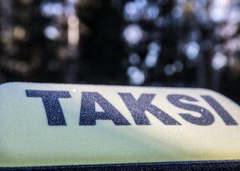 Järjestelmä ei toimi, kun taksiautoilija ei aja eikä asiakas saa kyytiä.