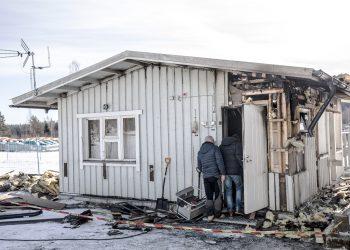 Rikospoliisit tutkivat palon syttymissyytä perjantaina puolilta päivin.