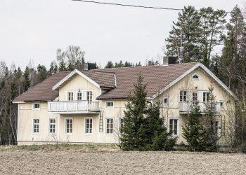 Iso asuinrakennus tärisee ja tömähtelee Myllymaassa.