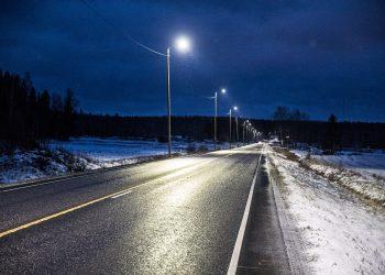 Ketolan suoran eteläpää tiistaina kello 21. Pitkään odotetut valot ovat syttyneet.