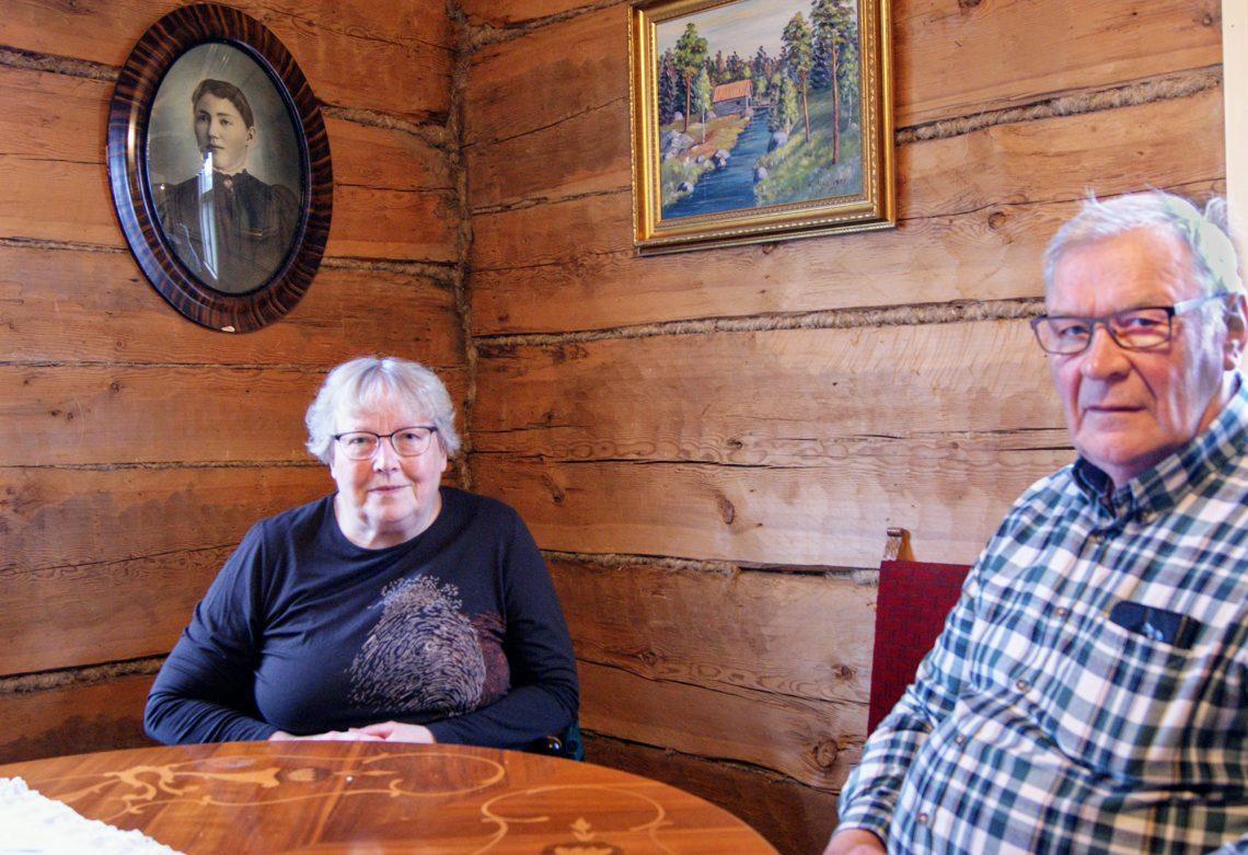 Eläkeläiset Irma ja Kalevi pitivät pitkään maatilaa Kalevin kotimaisemissa Mouhijärven Irriäisissä. Nelisen vuotta sitten lypsykarjasta luopuneella tilalla tehtiin sukupolvenvaihdos viime vuodenvaihteessa.