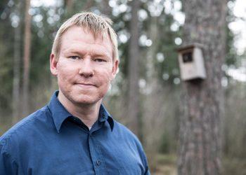 Metsänhoitaja Petri Rinne johtaa neljättä vuotta Suomen kyliä. Hän on myös valtioneuvoston asettaman maaseutupolitiikan neuvoston jäsen ja apulaispääsihteeri. Päätyönään hän on Joutsenten reitin toiminnanjohtaja.