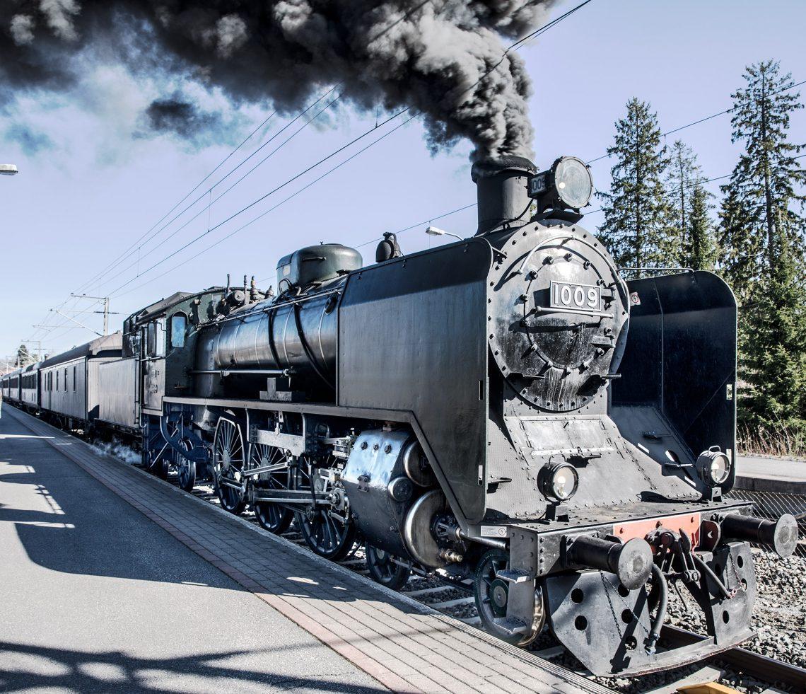 Ukko-Pekka kuljetti matkustajia Porin-radalla torstaina. Seuraavan kerran junan kyytiin pääsee lauantaina. Kuva Vammalan asemalta.