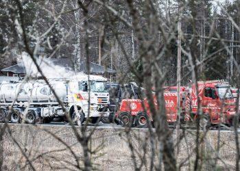 Rikkihappo höysi edelleen perjantaiaamuna valtatiellä 12. Kuva on Kuuselantien päästä.