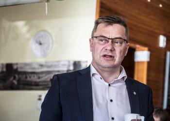 Pertti Hakanen puhui vaaliorganisaationsa jäsenille maanantaina aamupäivällä.