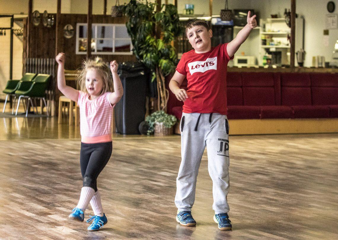 Fortnite-pelin tanssit ovat tuoneet tanssikursseille tyttöjen lisäksi myös pojat.
