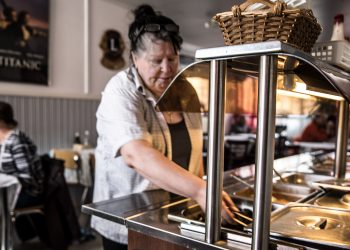 A la carte -ruokia nuorena tehnyt Tuula Tulirinta panostaa Pianossa terveelliseen kotiruokaan. Haaveissa on päästä tekemään ajoittain myös a la carte -ruokia.