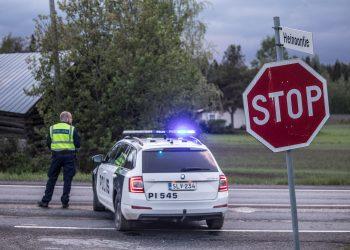 Liikenne oli kolmen ihmisen hengen vaatineen onnettomuuden takia poikki yli viisi tuntia.