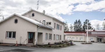 Vanha terveysasemarakennus on 1960-luvulta. Se on määrä purkaa.