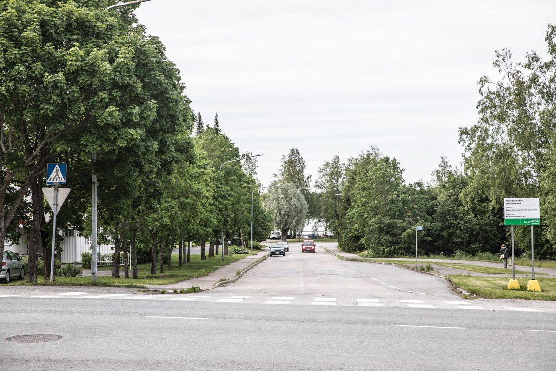 Kilpinokankatu ja etualalla Varilankatu.
