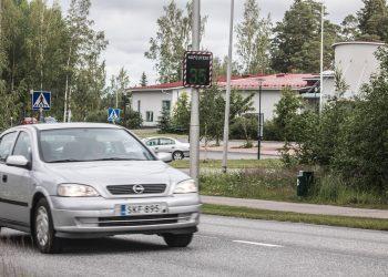 Toinen nopeusnäytöistä on nyt Ojansuun päiväkodin luona Aarnontiellä.