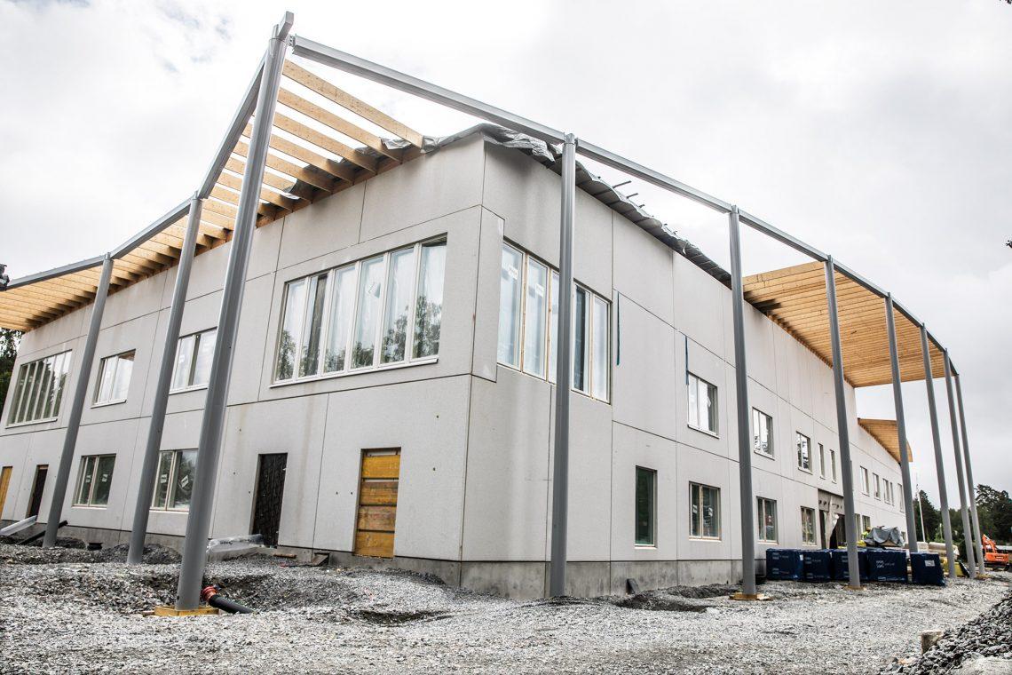 Varilan koulun yhteyteen on nousemassa lähivuosina melkoinen liikuntakeskus. Vanhan koulun paikalla pelataan jalkapalloa hiekkatekonurmella jo vuoden kuluttua.