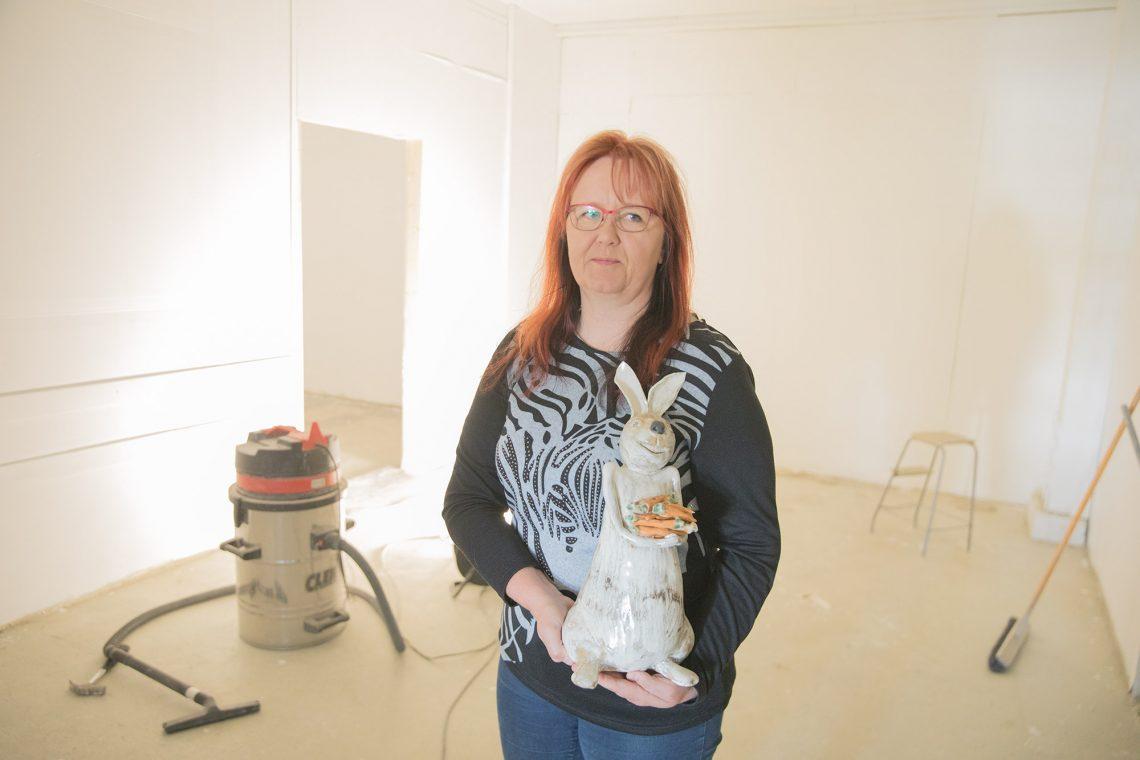 Taina Nurmi saa yrityksensä uusiin tiloihin hienot työskentelytilat sekä West designille että Tainan savipajalle. Tainan keramiikka tunnetaan muun muassa pupujusseista ja sauna-akoista.