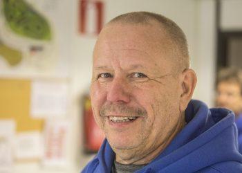 AKK palkitsi Matti Puhakan autourheilun eteen tehdystä työstä.