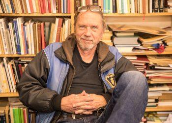 Kauppias Jokke Mäkisellä on myynnissä yli 30000 kirjaa ja paljon muuta. Hän kertoo myyneeensä tähän mennessä kirjoja 19 maahan, muun muassa Kiinaan ja Japaniin.