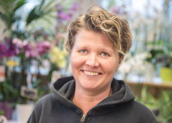 Kukkakauppias Anne Rainio.