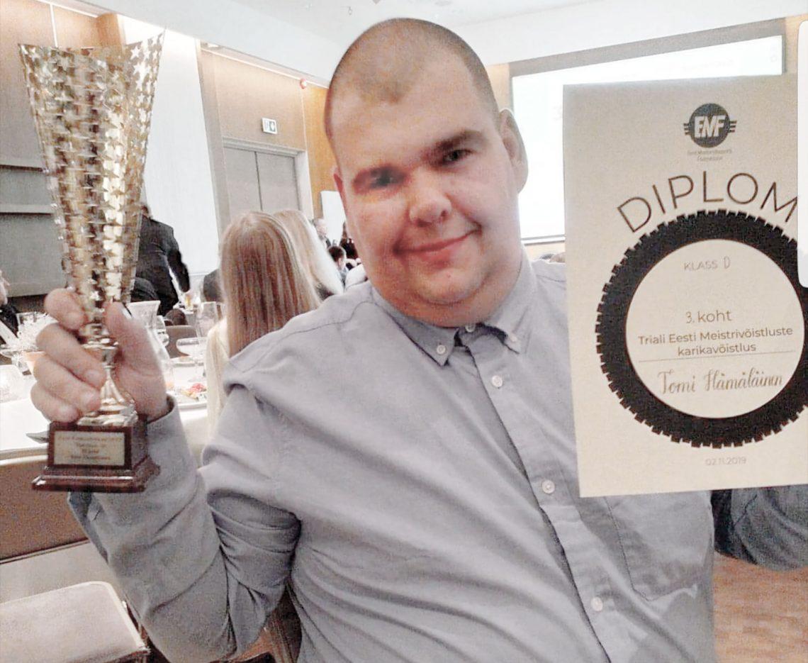 Tomi Hämäläinen palkittiin palkintogaalassa  Virossa aktiivisimpana ulkomaalaisena kuljettajana,