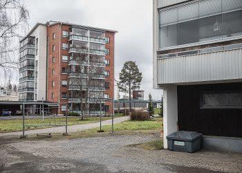 Uusi talo rakennetaan kahden kerrostalon väliin. Asunto-osakeyhtiö Tähtitornin takana on terveyskeskus vuodeosastoineen.