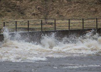 Vaikka Kokemäenjoki harvoin myllertää näin, on virtauksia kunnioitettava aina.