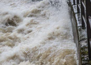 Vesi myllertää Vammalassa.