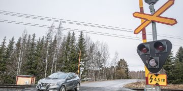 Kun valkoinen valo ei vilku, ei varoituslaite toimi. Kun laite on rikki, kiinnitetään varoituslaitteeseen tekstikilpi samaan putkeen, missä varoitetaan ajolangoista neljän ja puolen metrin korkeudella.