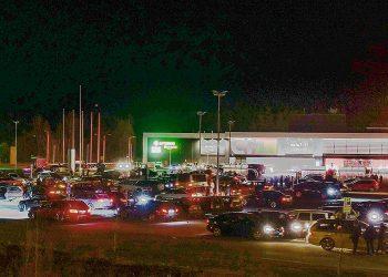 Aihekuva autojen kokoontumisesta runsaat puolitoista kuukautta sitten Sastamalassa.