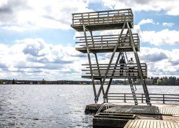 Kaalisaaren hyppytornista saa nyt hypätä vain kolmen metrin korkeudelta. Ruoppaamalla käyttöön saataisiin jopa kahdeksan metrin hyppytasanne.