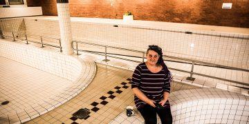 Yrittäjä Pia Starck on perustamassa muun muassa koirien hemmottelulaitoksen Kiikan entisen uimahallin tiloihin. Vettä tulee vain vasemmalla olevaan entiseen lasten altaaseen.