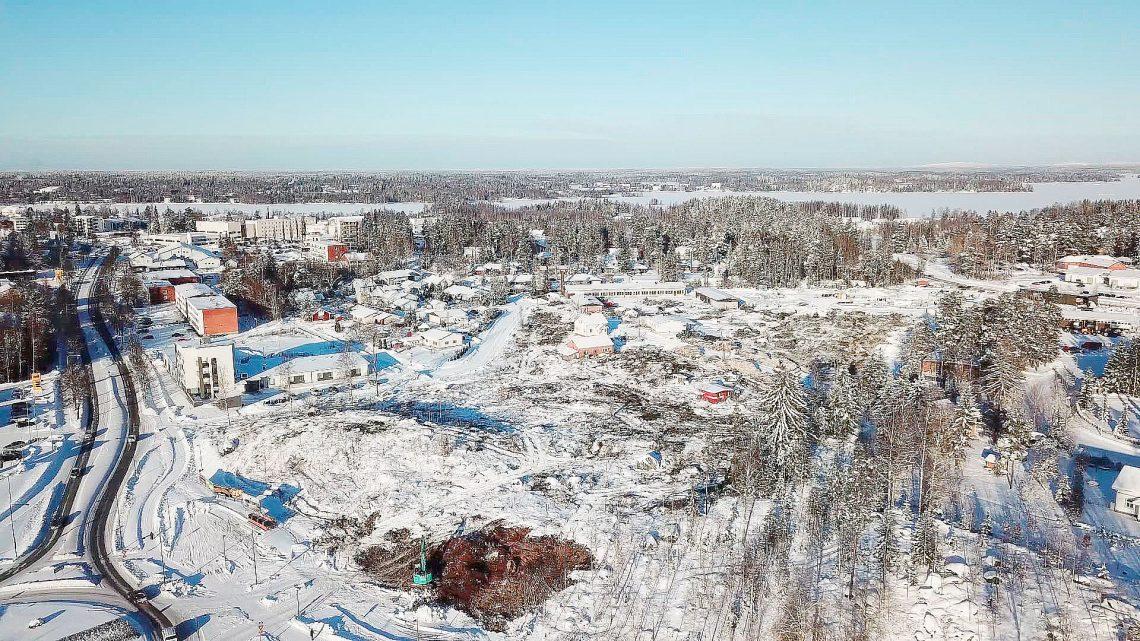 Uuden kadun ja Prisma-keskuksen alle jäävien maiden puusto kaadettiin kuluneen viikon aikana. Kuva: Jari Heinonen.