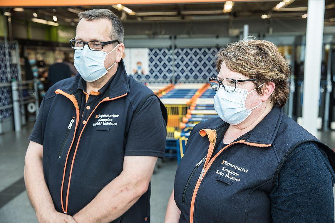 Heikki ja Katri Heinisuo panostavat yhdessä keskusliikkeen kanssa kaksi miljoonaa euroa supermarketin kehittämiseen.